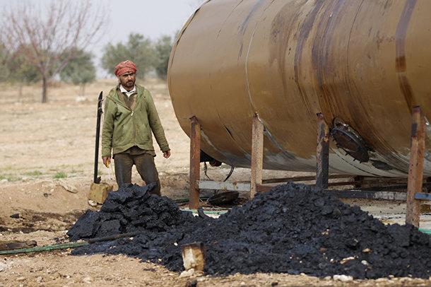 Нефтеперерабатывающее предприятие «Исламского государства» в городе Марчмарина в провинции Идлиб
