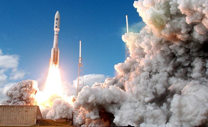 Старт ракеты «Атлас V» с межпланетной станцией «Новые горизонты», Мыс Канаверал, 19 января 2006 года
