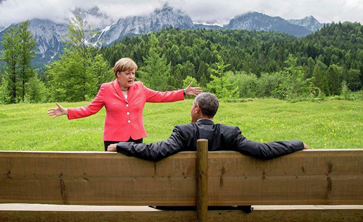 Барак Обама и Ангела Меркель во время саммита G7 в окрестностях замка Эльмау в Баварии