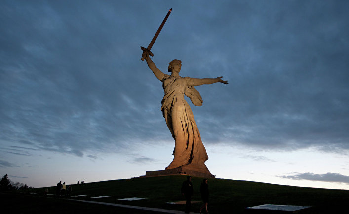 """Монумент """"Родина-мать зовет!"""" на Мамаевом кургане. Архивное фото"""