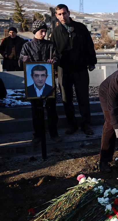 Похороны семьи, убитой в Гюмри