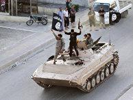 Парад в Ракке, посвященный провозглашению халифата