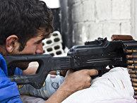 Боец курдских Отрядов народной самообороны (YPG) в Кобани, Сирия, ноябрь 2014 года