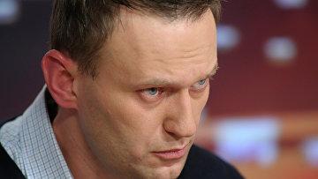 """Алексей Навальный перед началом своего выступления в прямом эфире радиостанции """"Эхо Москвы"""""""