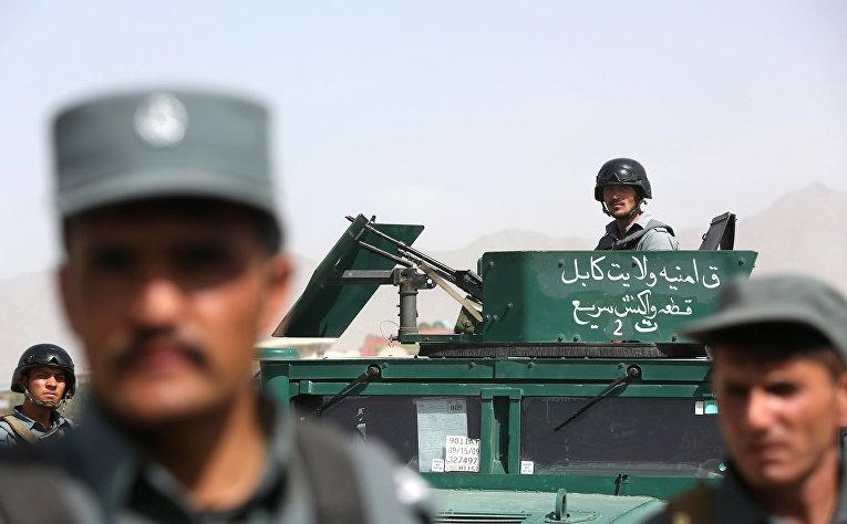 Афганские силы безопасности на месте теракта в Кабуле, 7 июля 2015 года