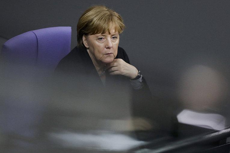Канцлер ФРГ Ангела Меркель на заседании Бундестага, посвященном проблеме преступлений в Кельне