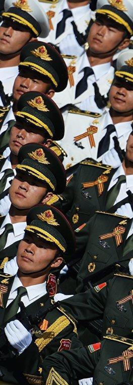 Военнослужащие Народно-освободительной армии Китая во время военного парада в ознаменование 70-летия Победы в Великой Отечественной войне