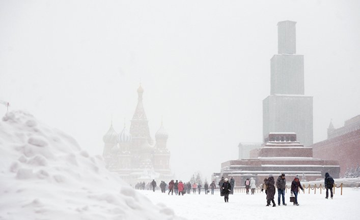 Красная площадь во время снегопада в Москве