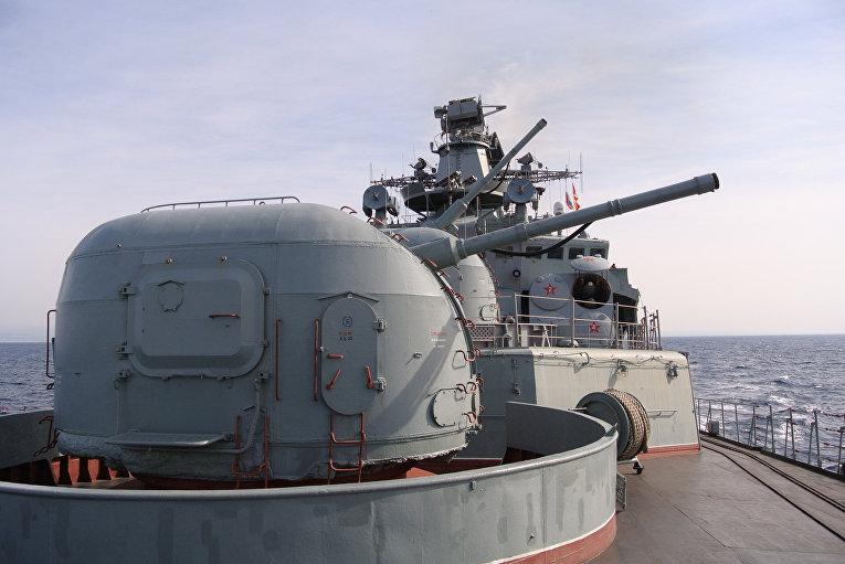 Противолодочный корабль Вице-адмирал Кулаков патрулирует восточное побережье Средиземного моря