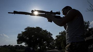 Солдат украинской армии из 25-го батальона ВДВ на окраине Марьинки