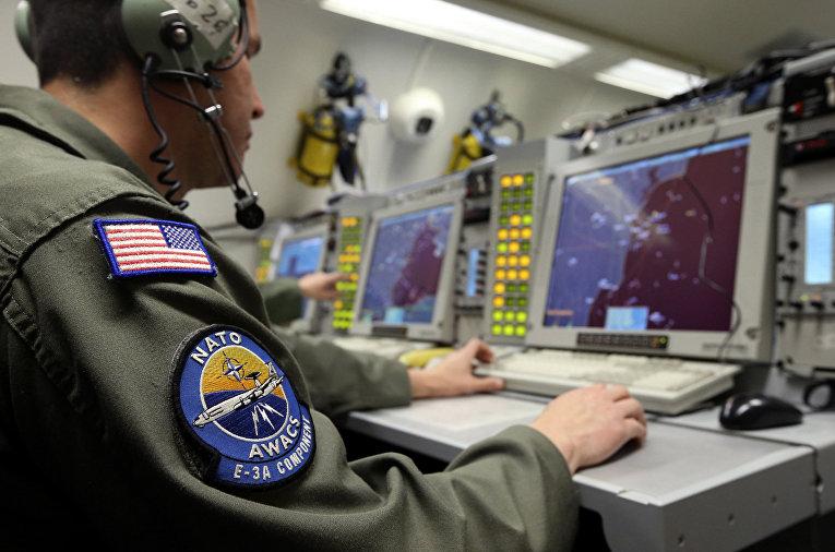 Оператор наблюдает за воздушным пространством Румынии