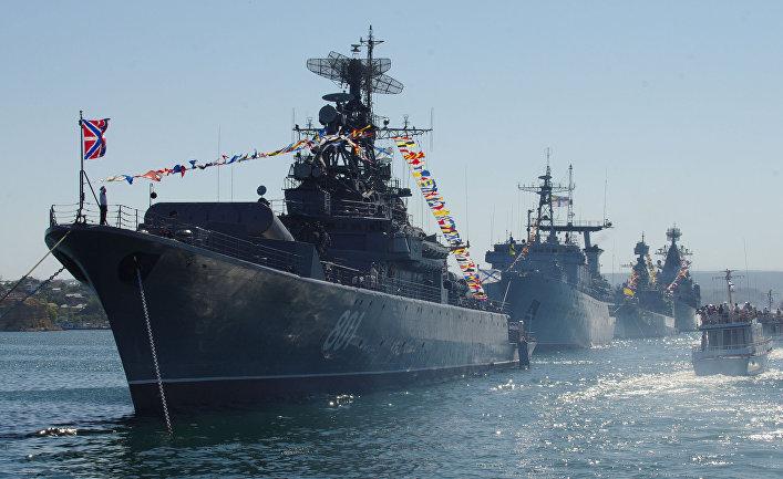 Репетиция парада кораблей к Дню ВМФ РФ и Дню флота Украины, июль 2012 г.