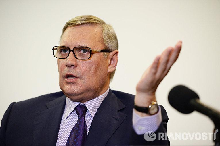 Сопредседатель партии РПР-ПАРНАС Михаил Касьянов на пресс-конференции в Новосибирске
