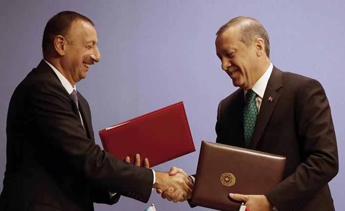 Президент Азербайджана Ильхам Алиев и премьер-министр Турции Реджеп Тайип Эрдоган после подписания соглашений в Анкаре
