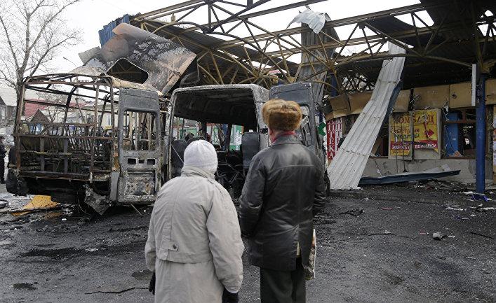 Автобусная остановка в Донецке, разрушенная во время обстрела