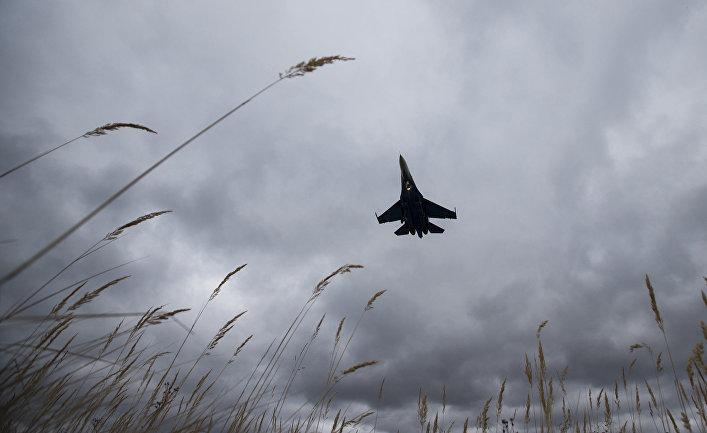 Многоцелевой всепогодный истребитель-перехватчик Су-27 разработки ОКБ Сухого