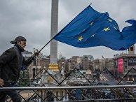 Участник акции в поддержку евроинтеграции Украины на площади Независимости в Киеве