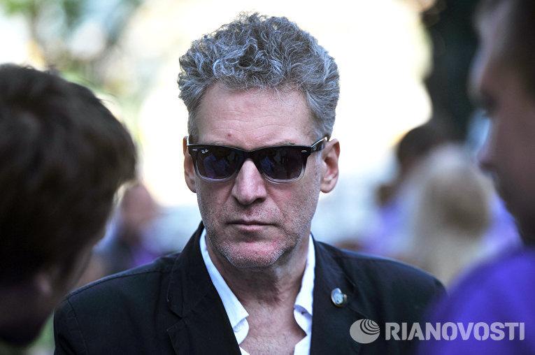 Музыкальный критик Артемий Троицкий принимает участие акции оппозиции на Кудринской площади в Москве