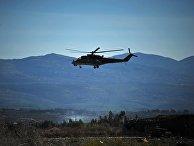 "Вертолет Ми-24 Воздушно-космических сил РФ совершает облет территории авиабазы ""Хмеймим"" в Сирии"