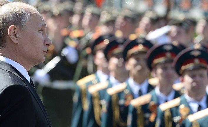 Возложение венка и цветов к Могиле Неизвестного солдата у Кремлевской стены