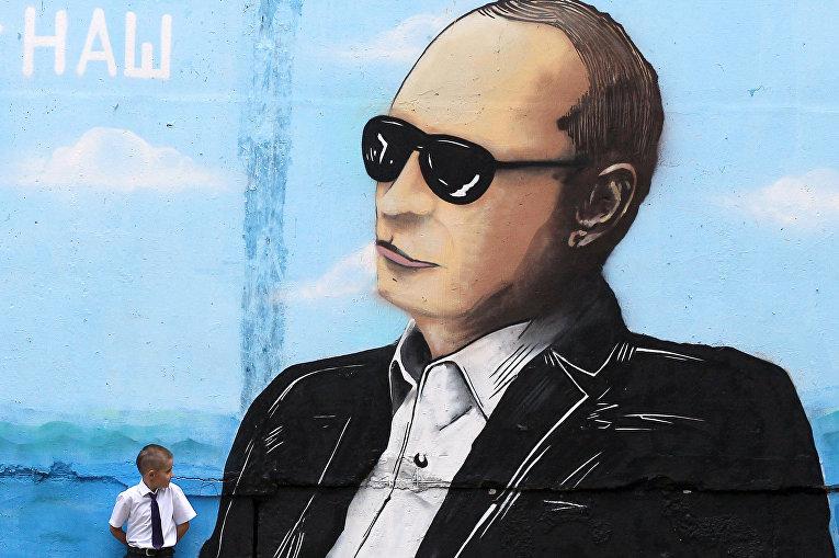 Граффити с изображением Владимира Путина в Севастополе