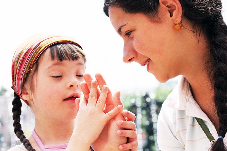 Девочка с синдромом Дауна и ее мать