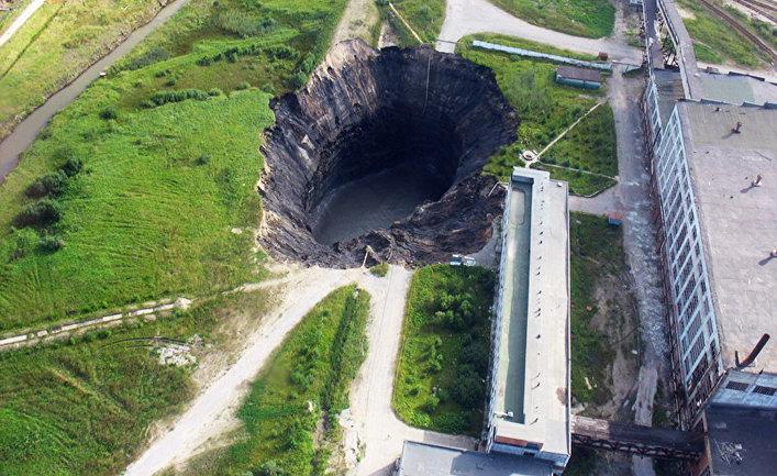 """Техногенный провал, образовавшийся 28 июля 2007 года в районе промышленной площадки 1-го рудоуправления ОАО """"Уралкалий"""""""