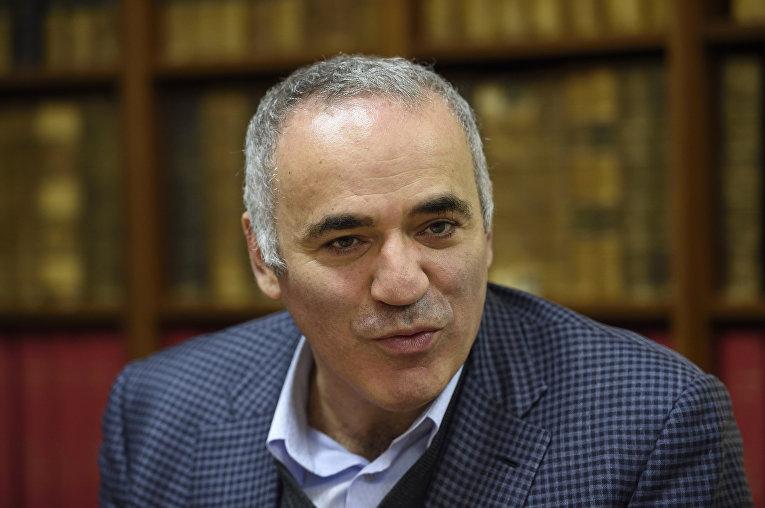 Гарри Каспаров на пресс-конференции в Казахстане