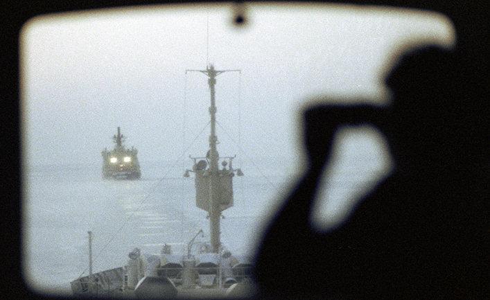 Караван судов во льдах Карского моря