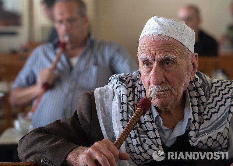 Посетители кальянной в Дамаске