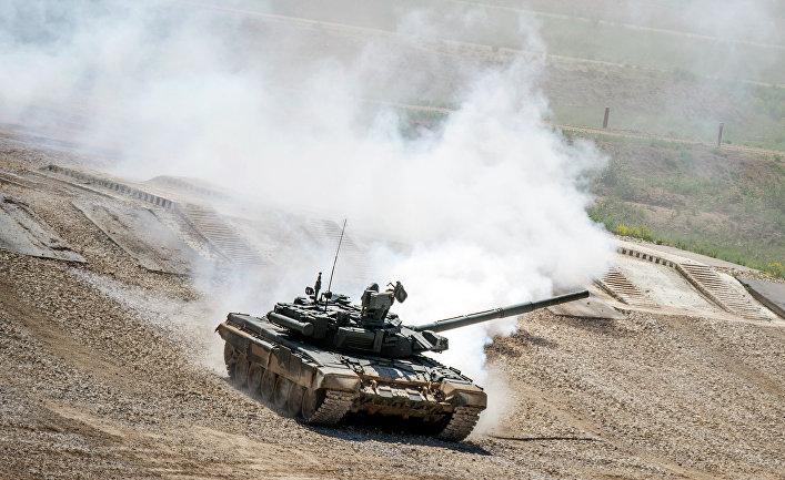 """Танк Т-72Б3 во время показа техники в рамках подготовки к международному военно-техническому форуму """"Армия-2015"""""""