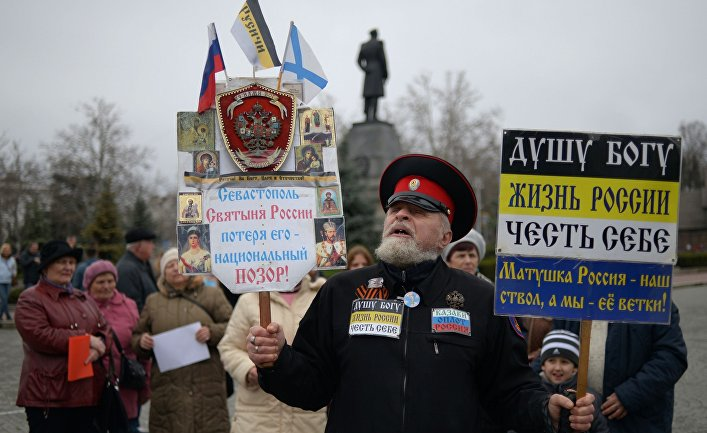 Митинг в поддержку референдума о статусе Крыма в Севастополе