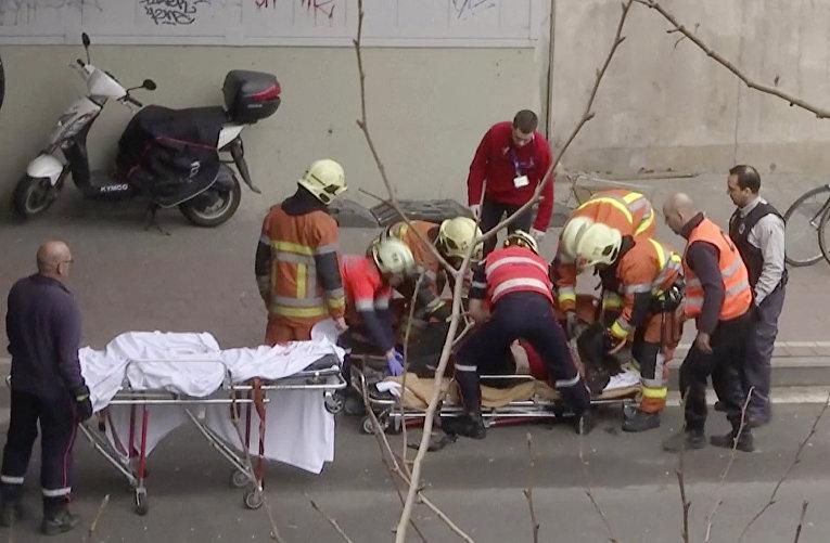 Службы спасения на месте взрывов в аэропорту Брюсселе