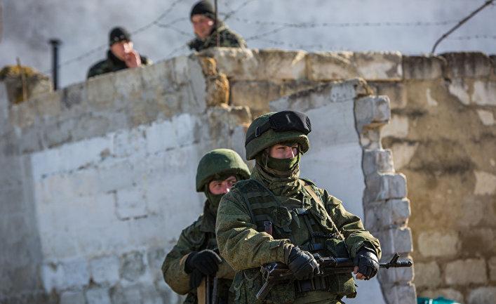 Военные в поселке Перевальное под Симферополем