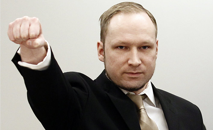 Обвиняемый в терроризме Андерс Брейвик в здании окружного суда Осло