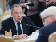 Министр иностранных дел России Сергей Лавров и министр иностранных дел Германии Франк-Вальтер Штайнмайер во время встречи в Москве