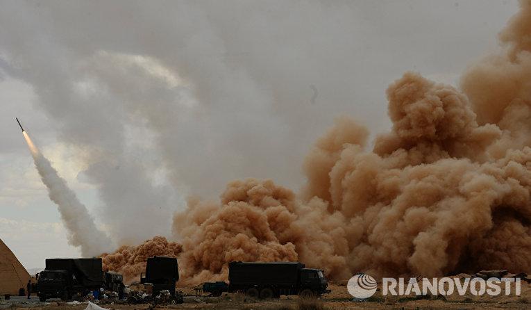 """Ракетные системы залпового огня (РСЗО) """"Ураган"""" вооруженных сил Сирийской арабской армии (САА) у Пальмиры"""