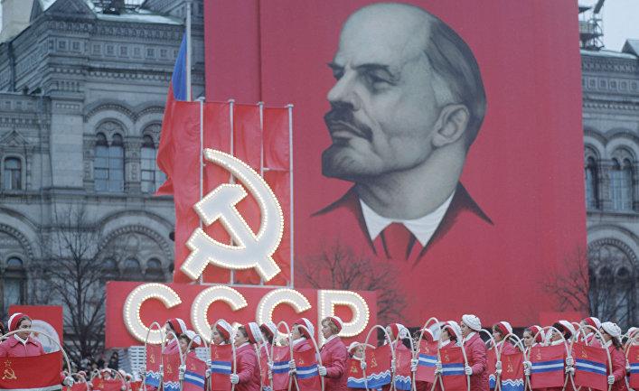 Празднование 55-ой годовщины Великой Октябрьской Социалистической революции. Парад физкультурников