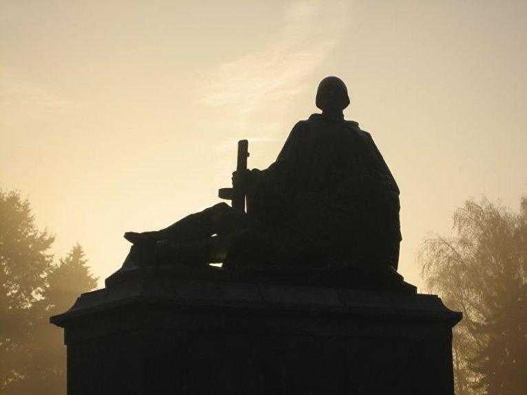 Памятник советским войнам в Варшаве, Польша