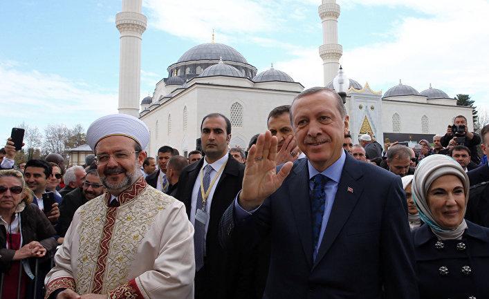 Реджеп Тайип Эрдоган, Эмине Эрдоган и Мехмет Гёрмез на открытии исламского культурного центра в Мэриленде