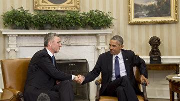 Генеральный секретарь НАТО Йенс Столтенберг и президент США Барак Обама во время встречи в Овальном кабинете в Белом доме