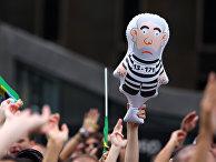 Надувная кукла с портретом экс-президента Лулу да Силва во время демонстрации в городе Сан-Паулу
