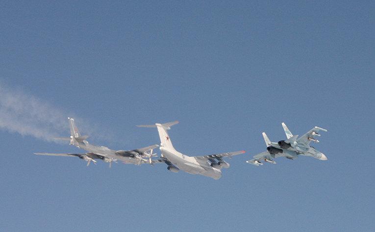 Норвежский летчик ВВС на истребителе F-16 сфотографировал российские самолеты