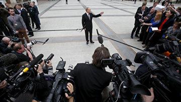Владимир Путин отвечает на вопросы журналистов после проведения программы «Прямая линия»