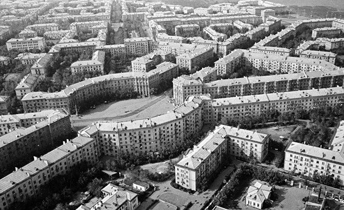 Вид на город Магнитогорск с борта самолета