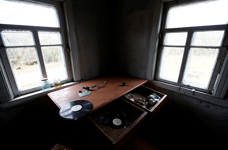 Заброшенный дом недалеко от Чернобыльской АЭС