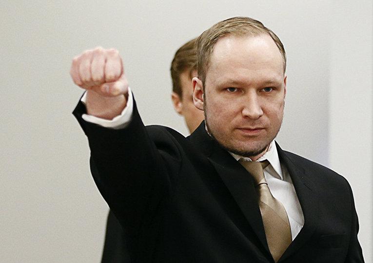Норвежский убийца Андерс Беринг Брейвик в зале суда