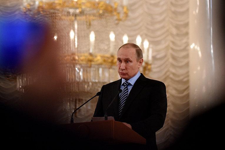 Президент России Владимир Путин обращается к делегатам съезда Союза машиностроителей России