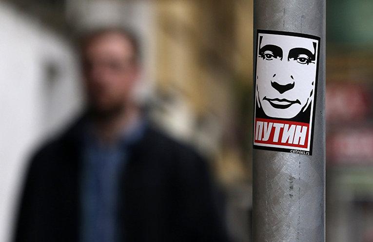 Наклейка с изображением президента России Владимира Путина в Белграде