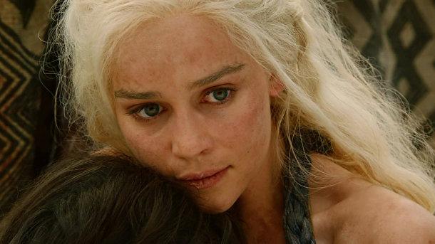 Эмилия Кларк в роли Дэйнерис Таргариен в сериале «Игра престолов»